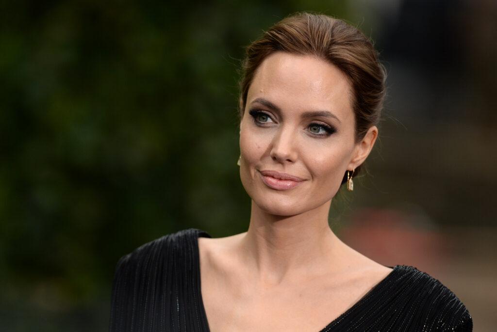 Angelina Jolie Hakkında Bilmeniz Gereken 15 İlginç Bilgi ...